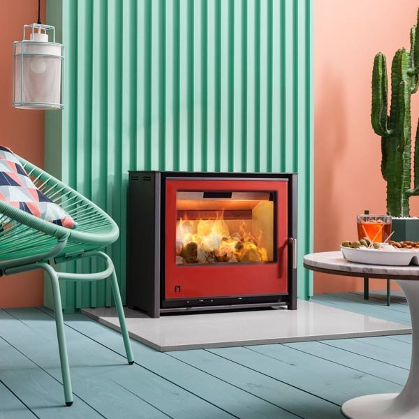 Stove shown: I600 Slimline freestanding stove with Spice red door colour