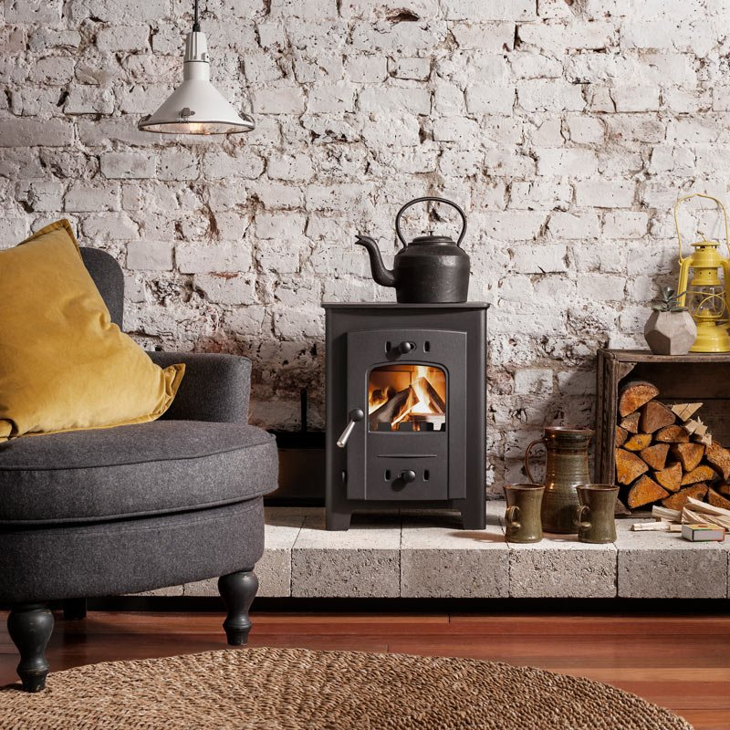 Hardy 5 stove lit with black teapot in rustic/contemporary room