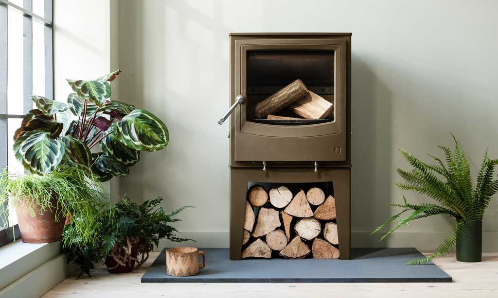 Farringdon Eco shown here in chestnut brown is an Ecodesign Ready and clearskies approved stove