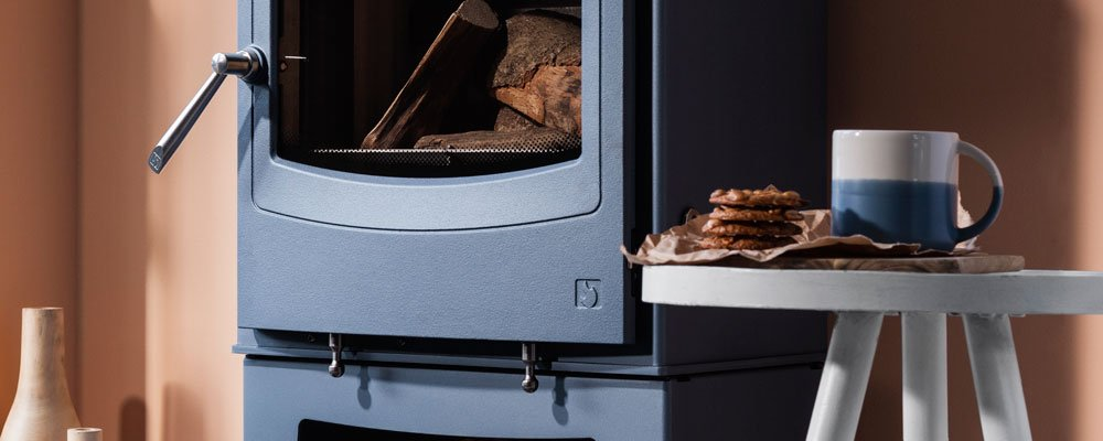 Closeup image of Farringdon Small Eco stove shown in Atlantic blue