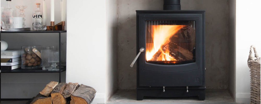 Farringdon Medium Eco Ecodesign Ready stove that has been lit in fireplace